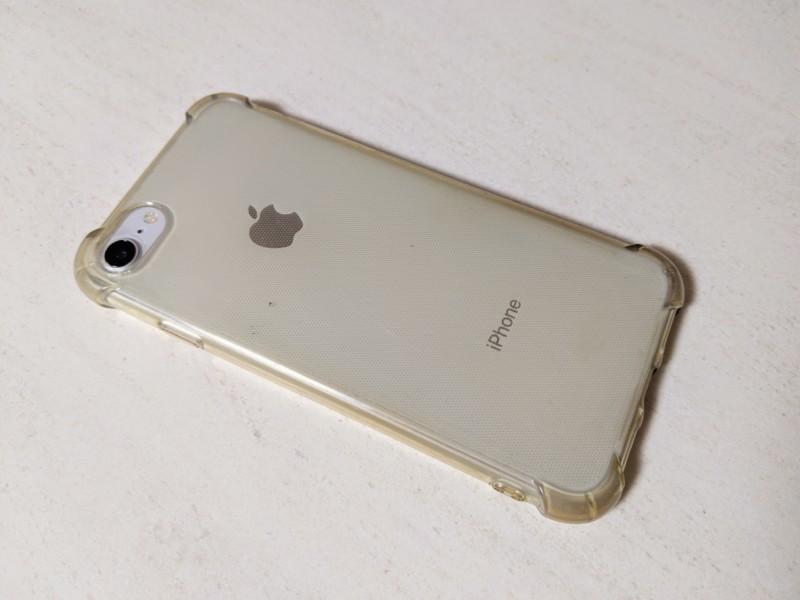黄ばんだセリアのiPhoneケースとiPhone8