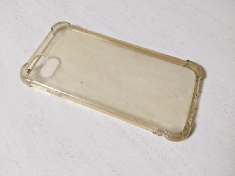 黄ばんだセリアのiPhoneケース