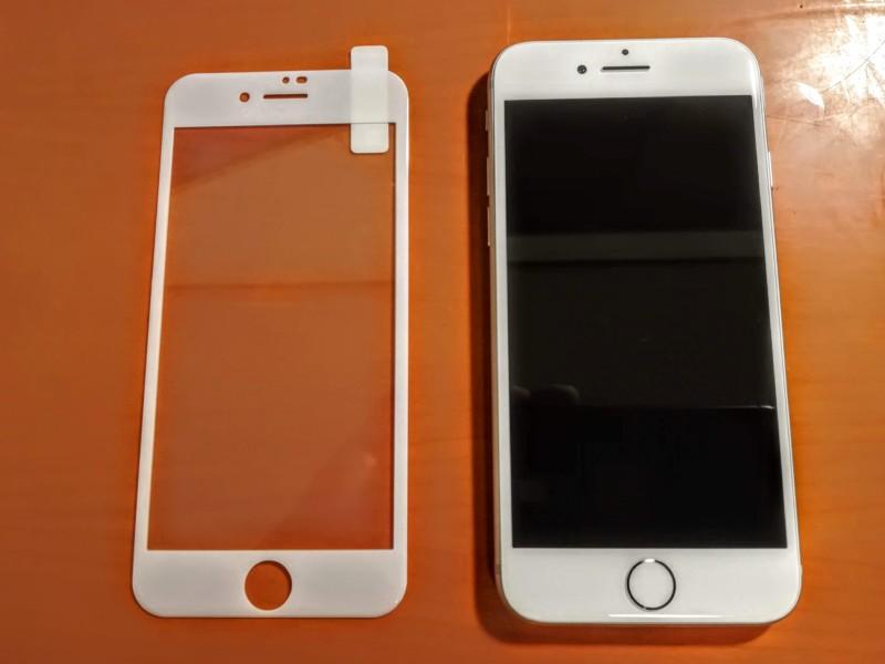 フィルムとiPhone本体の比較