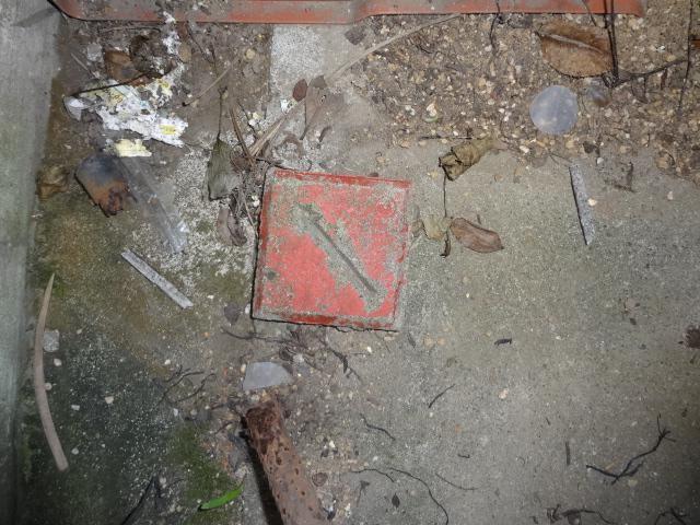 コンクリート杭斜め矢印の境界標