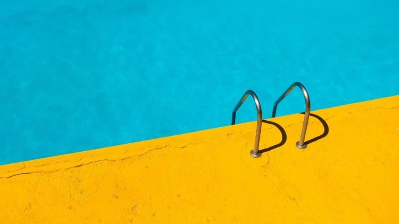 プールサイド