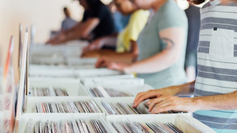 レコードを探す人たち