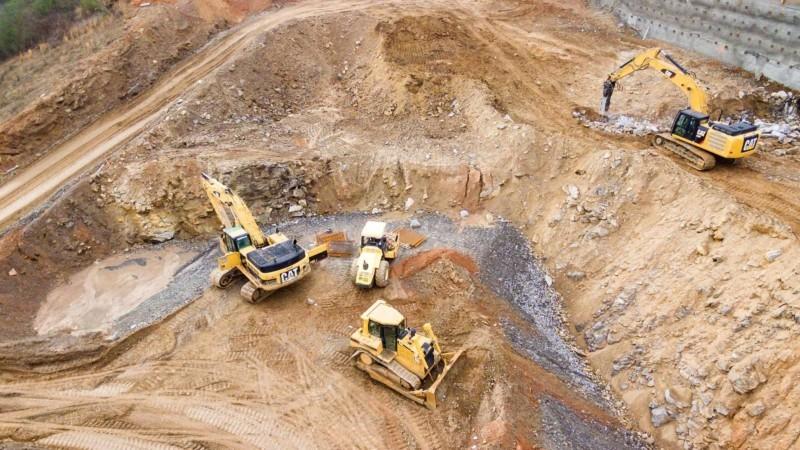 掘削作業中の工事現場